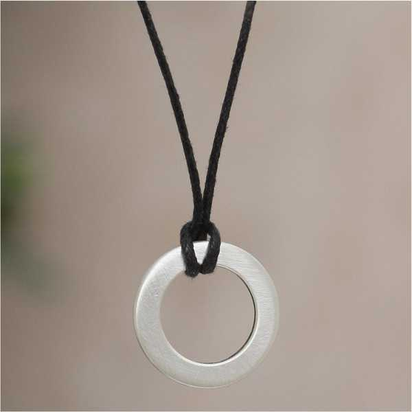 Handmade Sterling Silver Men's 'Perfect Circle' Necklace (Peru)